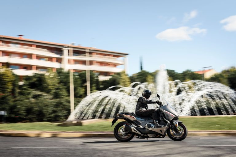 Honda Integra - Riding
